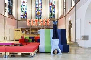 Yoga im digitalHUB Aachen mit Christine Guter - Foto: Peter Winandy