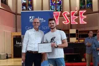 Andreas Schneider, Geschäftsführer der NetAachen GmbH mit RydeUp-Gründer Yannic Schwarz